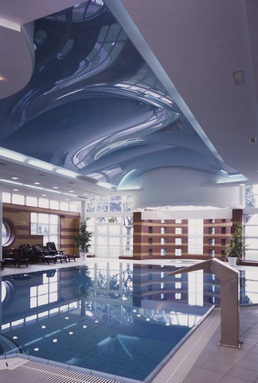 Sufity napinane na basenie